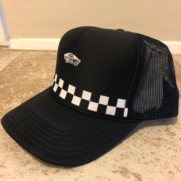 9d4df1a356054 Vans Off the Wall trucker hat, black, SnapBack. M_5b99beea409c15af42a31654